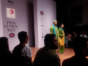 Fashion-Show-visit-on-16th-img1